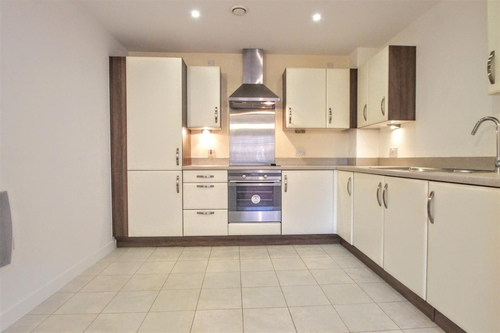 2 Bedrooms Apartment Flat for sale in Quayside, Bute Crescent, Cardiff Bay